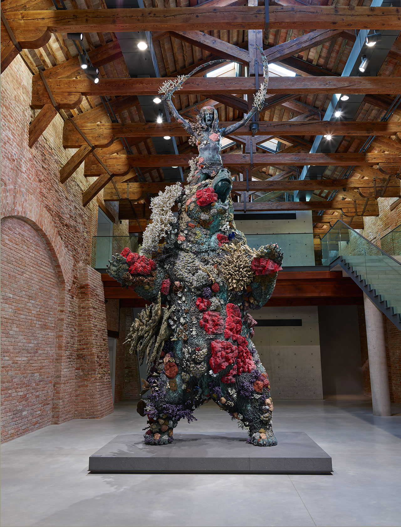 F13 treasures from the wreck of the unbelievable damien hirst exhibition view punta della dogana yatzer